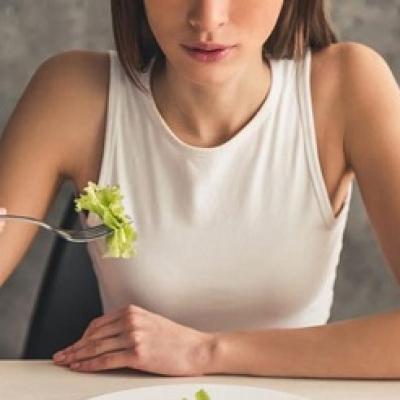 Những nguy hại về sức khỏe khi cắt giảm Calories quá mức
